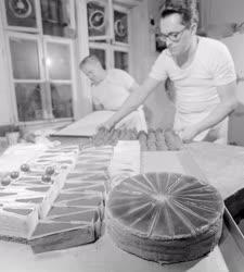 Kereskedelem - Vendéglátás - A Ruszwurm cukrászda