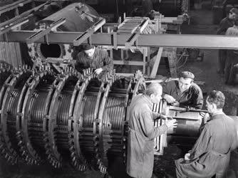 Ipar - Gépgyártás - Turbógenerátor szerelése