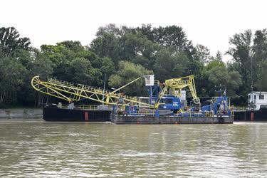 Hajózás - Budapest -  V. számú úszódaru