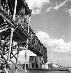Ipar - Építkezés - Az épülő bajai híd