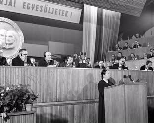 Külkapcsolat - Az MSZMP VII. Kongresszusa - Pak Den Aj