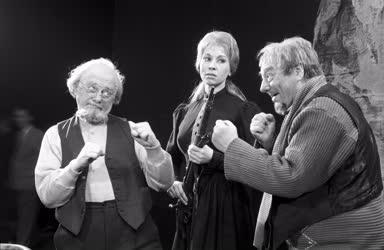 Kultúra - Színháza - O'Casey: Az Ezüst kupa