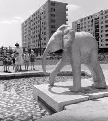 Kultúra - Elefánt szobor a lágymányosi óvoda parkjában