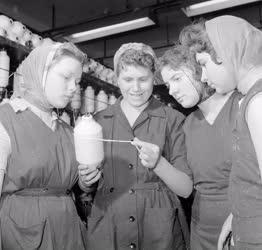Oktatás - Ipari tanulók a textiliparban