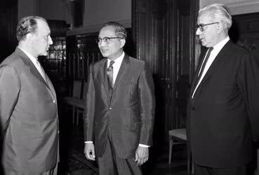 Külpolitika - U Thant Magyarországon