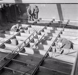 Közlekedés - Ipar - A MAHART Hajójavító Üzeme
