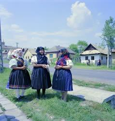 Kultúra - Kazári asszonyok az utcán