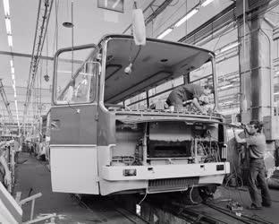 Ipar - Ikarus autóbuszok gyártása