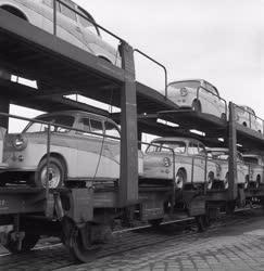 Közlekedés - Logisztika - Autó szállítmány érkezik a Csepeli Szabadkikötőbe