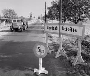 Közlekedés - Szélesítik a balatoni országutat