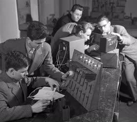Oktatás - Gimnáziumi atomfizikai, kibernetikai szakkör