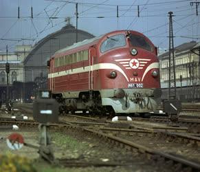 Közlekedés - MÁV M61 dízel-villamos erőátvitelű mozdony