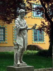 Műalkotás - Pécs - A Porcelánkészítő szobra