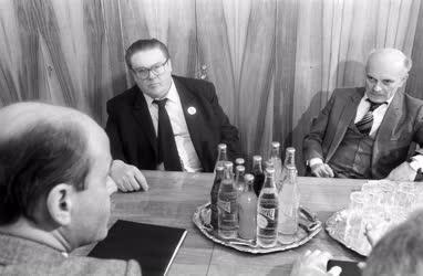 Belpolitika - Tanácskozás - MSZMP - MDF megbeszélés