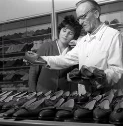Divat - Új cipőmodellek a Tisza Cipőgyárban