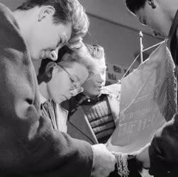 Oktatás - Kiállítás - Szovjet úttörők kiállított ajándékaiból