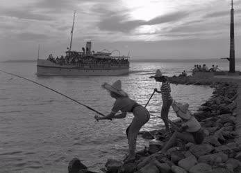 Szabadidő - Balatoni fürdőélet - Horgászat