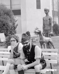 Kultúra - Fiú kutyával című szobor a Vadászati Világkiállításon