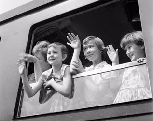 Vakáció - Balatoni üdülésre induló gyerekek