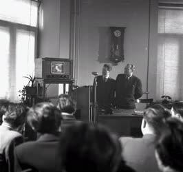Média - Első televíziós adás Budapesten