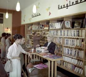 Kereskedelem - Hanglemezbolt Kecskeméten