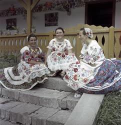 Folklór - Kalocsai hímzőasszonyok