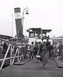 Közlekedés - Hajóközlekedés Dömöstől Budapestig