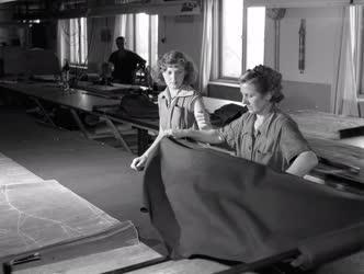 Gazdaság - Textilipar - Az angyalföldi Ruházati Gyár