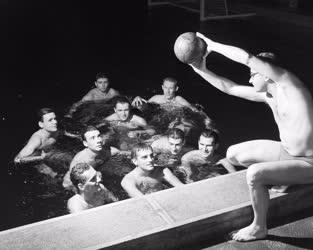 Sport - Kapusiskola a sportuszodában