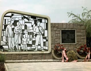 Kultúra - Munkásmozgalmi emlékmű Komlón
