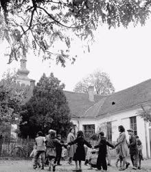 Oktatás - Cigányosztály a sükösdi általános iskolában