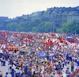Belpolitika - Felvonulók a budapesti május 1-jén