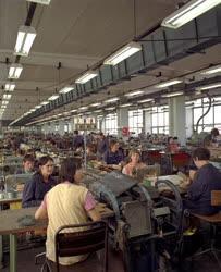 Ipar - Új üzemcsarnok a Bonyhádi Cipőgyárban