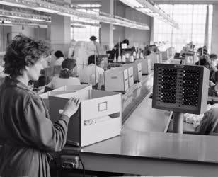 Ipar - Textilipar - Termelés a Habselyem és Kötöttárugyárban