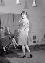Divat - Tavaszi modellek divatbemutatója