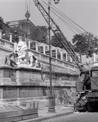 Építészet - Elkészültek a Várkert Bazár oroszlán-szobrai