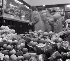 Élelmiszerkereskedelem - Zöldségüzlet a belvárosban