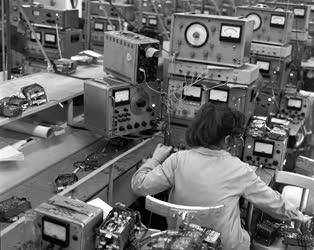 Elektronika - Autórádiógyártás a Videotonnál