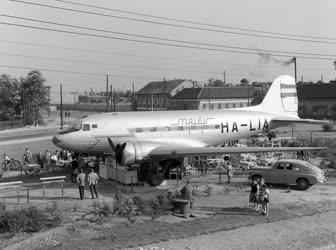 Érdekesség - Cukrászda egy régi repülőgépben