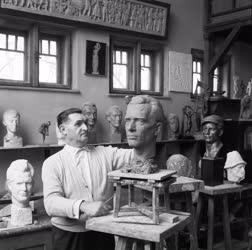Kultúra - Szobrászat - Pándi Kiss János szobrászművész