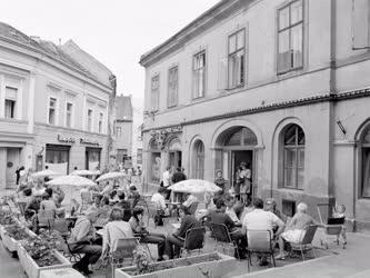 Városkép-életkép - Kávézó terasza