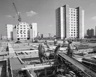 Építkezés - Lakótelep építése Leninvárosban
