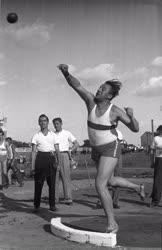 Sport - Kalapácsvetés - Lévai Károly súlylökő