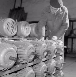 Ipar - Dinamó Villamosforgó Gépgyár