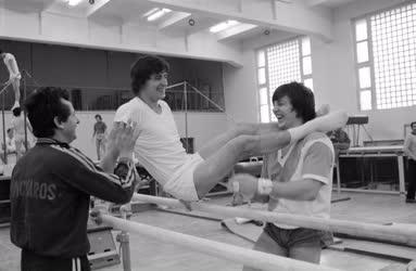 Sport - Válogatott tornászok a Tatai edzőtáborban