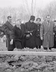 Gyász - Latabár Árpád temetése