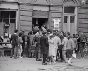 Oktatás - Kereskedelem - Szegedi egyetemisták jegyzetvásárlása