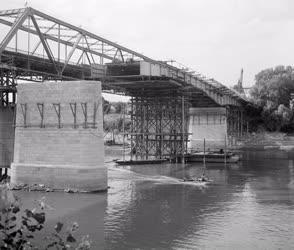 Ipar - Közlekedés - Épül a szolnoki híd