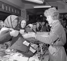 Kereskedelem - Karácsonyi vásár a Corvin Áruházban