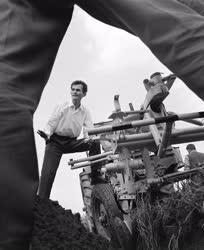 Mezőgazdaság - Szántás traktoros nélkül
